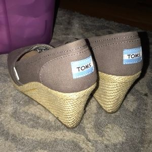 Toms Wedges barely worn